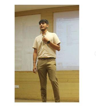 Anubhav Dubey success story from a chai sutta bar to overseas outlet | Chai Sutta bar